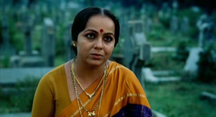 Rohini Hattangady as Auntie
