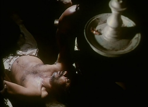 A dead cockroach, instead of oil, in the lamp, hanging ominously over Unni's head, is one of the several minute details that embellish this film.